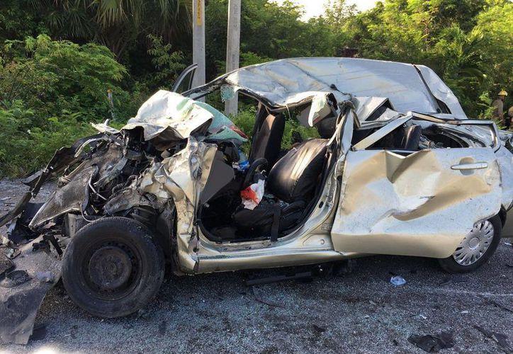 Tres personas perdieron la vida tras el impacto. (Redacción/SIPSE)