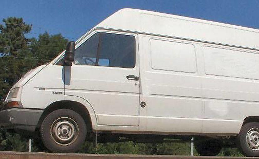 En Sudamérica circula esta imagen de la supuesta camioneta en la que viajan los secuestradores que extraen órganos de los niños. (Internet)