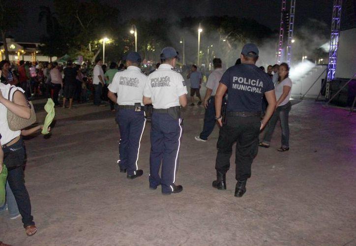 Policía Municipal, Policía Estatal y Policía Judicial salvaguardan la seguridad pública del Carnaval Nuevo Sol Chetumal 2013. (Enrique Mena/SIPSE)