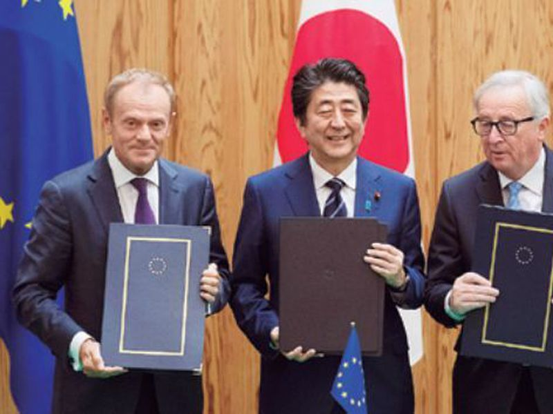 Japanese Prime Minister Shinzo Abe, center, European Union's Council President Donald Tusk, left, and European Union's Commission President Jean-Claude Junker pose after signing a contract, at the prime minister's office in Tokyo. (AP)