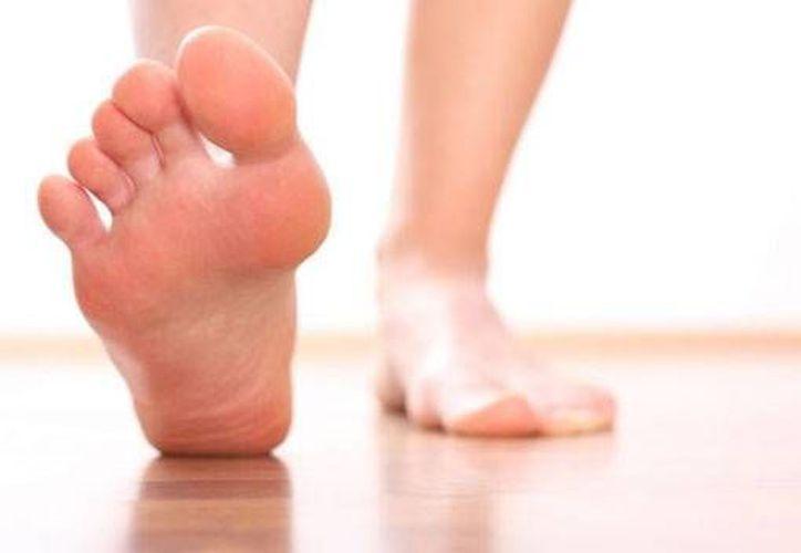 El calor, la humedad y la utilización de zapatos cerrados detonan dicho problema. (Foto de Contexto/Internet)
