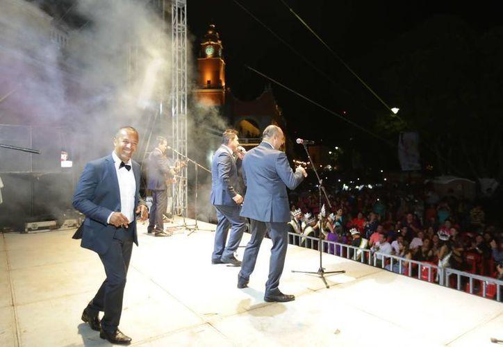 """Integrantes del grupo """"Los Súper Lamas"""", pusieron a bailar a los yucatecos y visitantes al Carnaval de Mérida al ritmo de cumbia veracruzana. (Foto: cortesía)"""