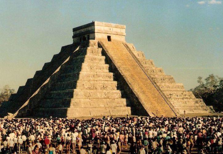 La zona arqueológica de Chichén Itzá es la más visitada en Yucatán por extranjeros y turistas nacionales. (Milenio Novedades)