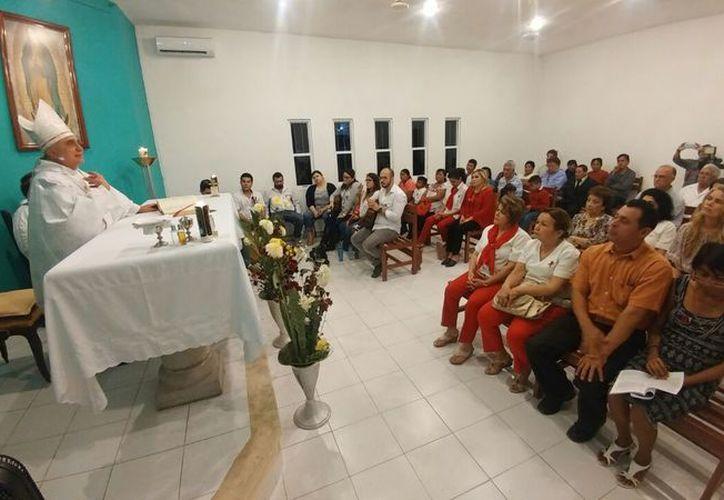 Posterior a la ceremonia eucarística se organizó un convivio, como parte de las actividades por el Día Mundial de la Lucha contra el VIH/SIDA. (Fotos: José Acosta/ Milenio Novedades)