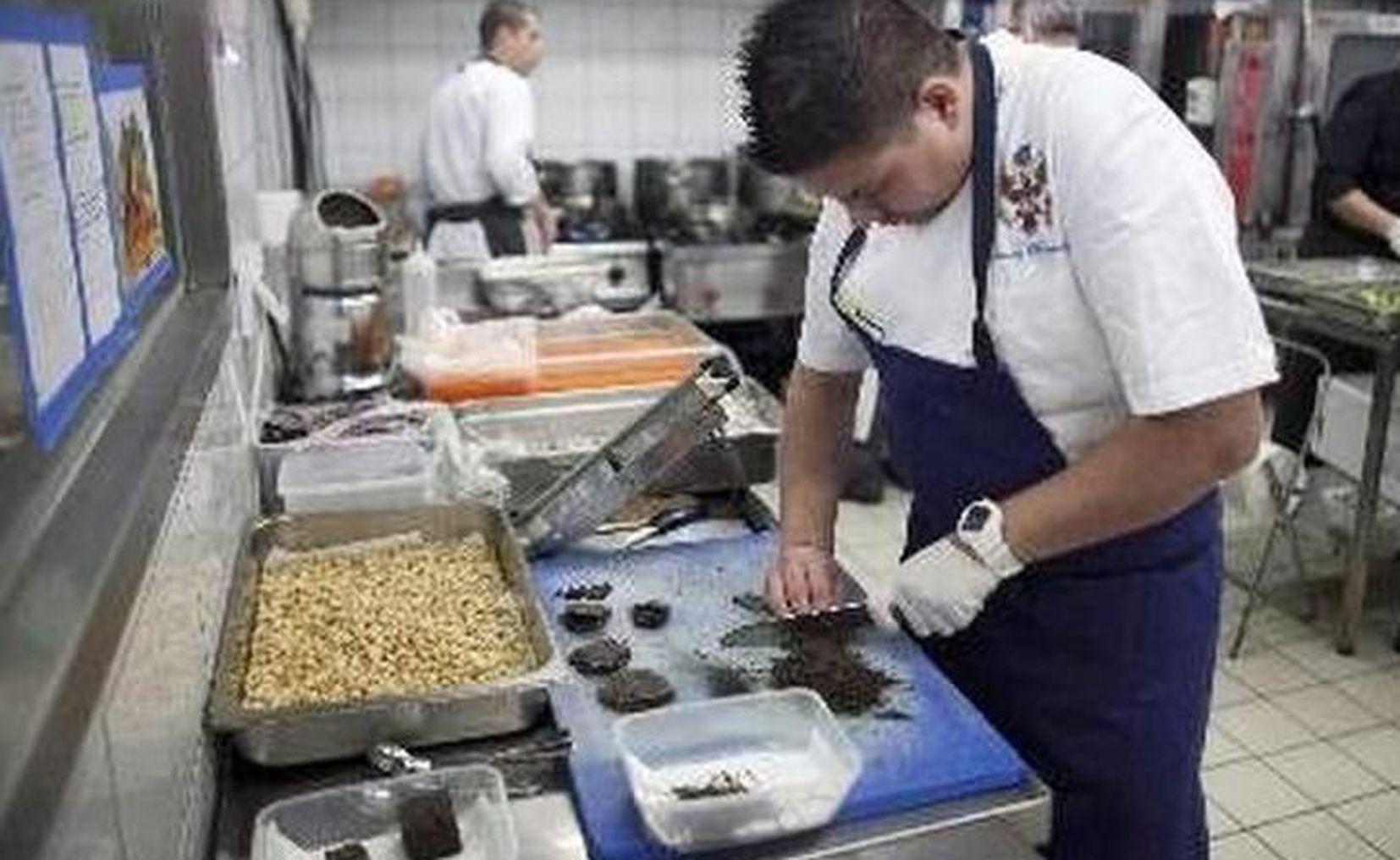 Buscan cocineros mexicanos en Canadá; ofrecen 34 mil mensuales