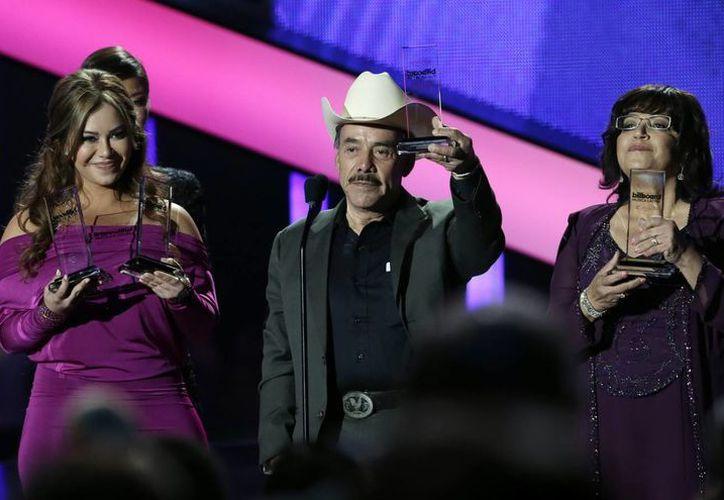 Los familiares de 'La Diva de la Banda' recibieron el galardón. (Agencias)