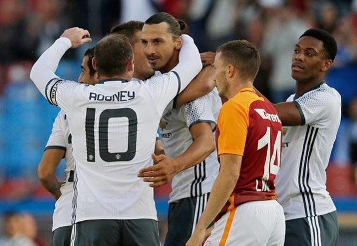El gol de Zlatan Ibrahimovic abrió el marcador apenas al minuto tres del encuentro realizado en Suecia.(AP)
