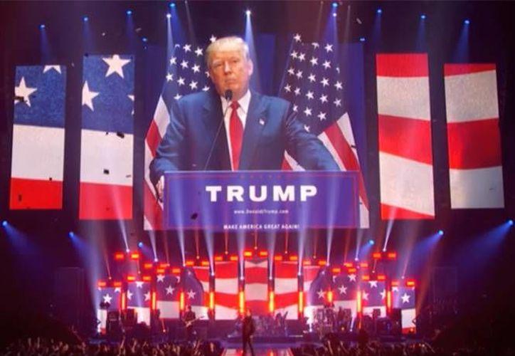 La agrupación compartió el video de las críticas hacia Trump, en sus diferentes redes sociales. Los fans de la banda aplaudieron la forma de actuar de Bono y compañía.(Foto tomada de Facebook/ U2)