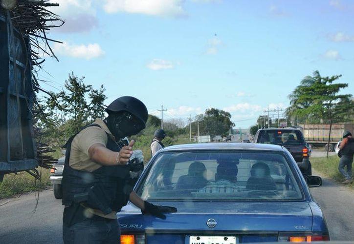 Alrededor del mediodía se pudo observar un filtro de seguridad en donde se revisaban todo tipo de vehículos. (Edgardo Rodríguez/SIPSE)