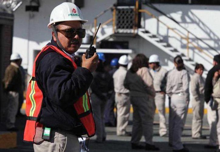 Trabajadores de Pemex han denunciado despidos injustificados y jubilaciones 'adelantadas'. (oronegro.mx)