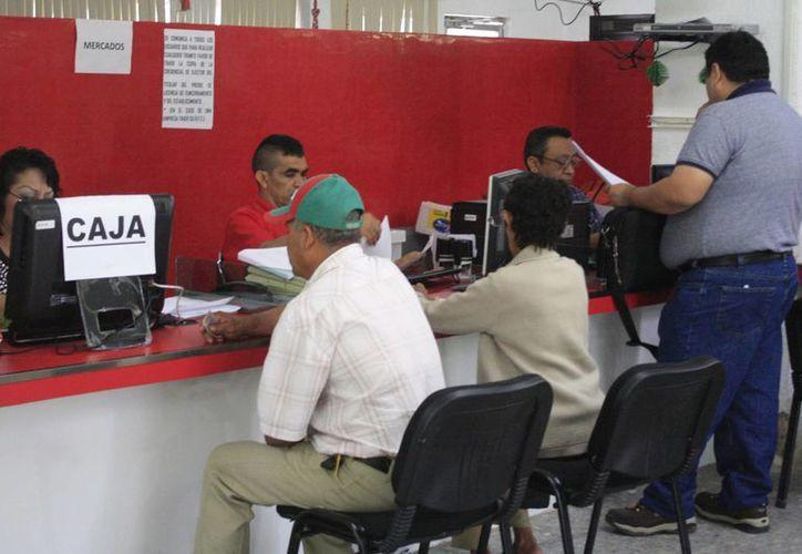 En menos de dos meses el ayuntamiento deberá pagar la primera parte de las prestaciones de fin de año, recurso que estiman obtener con el pago de impuesto predial, que oscila en 100 mil pesos diarios. (Paloma Wong/SIPSE)