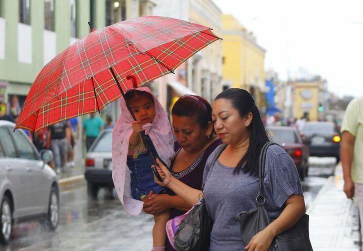 La afluencia de aire húmedo y la cercanía del frente frío 33 ocasionaron lluvias en Mérida. (Juan Albornoz/SIPSE)