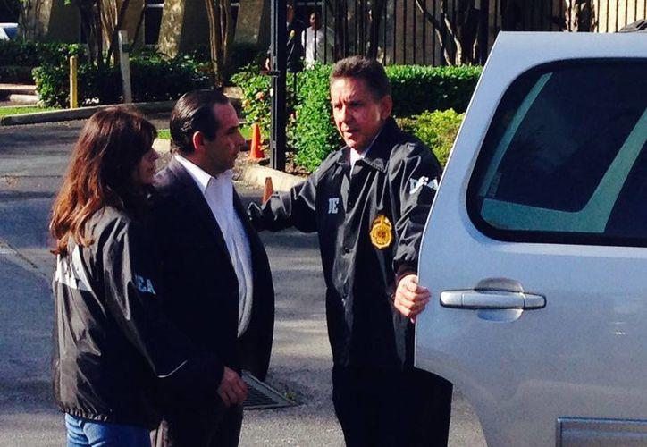 Anthony Bosch, dueño de Biogenesis, fue escoltado por funcionarios de la DEA en Weston, Florida. (AP)