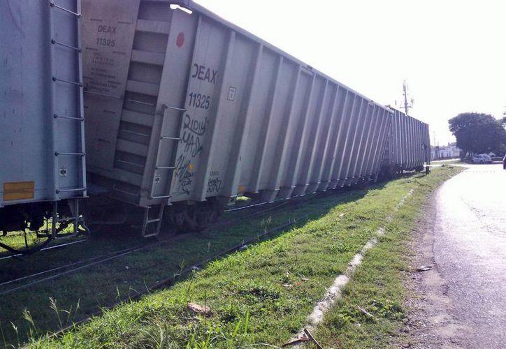 Un vagón del tren se salió de las rieles. (Milenio Novedades)
