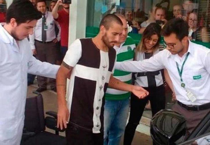 Alan Ruschel salió del hospital 17 días después de la tragedia aérea del club brasileño Chapecoense. (Foto tomada demediotiempo.com)