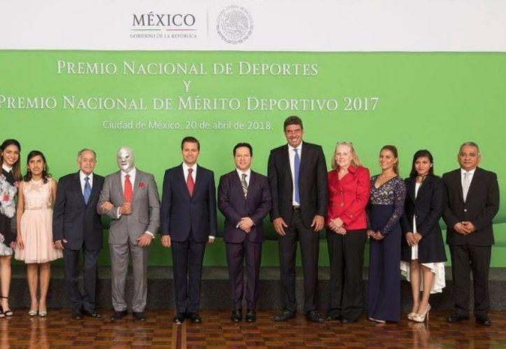 Se llevó a cabo, como cada año, en la Residencia Oficial de Los Pinos. (Twitter)