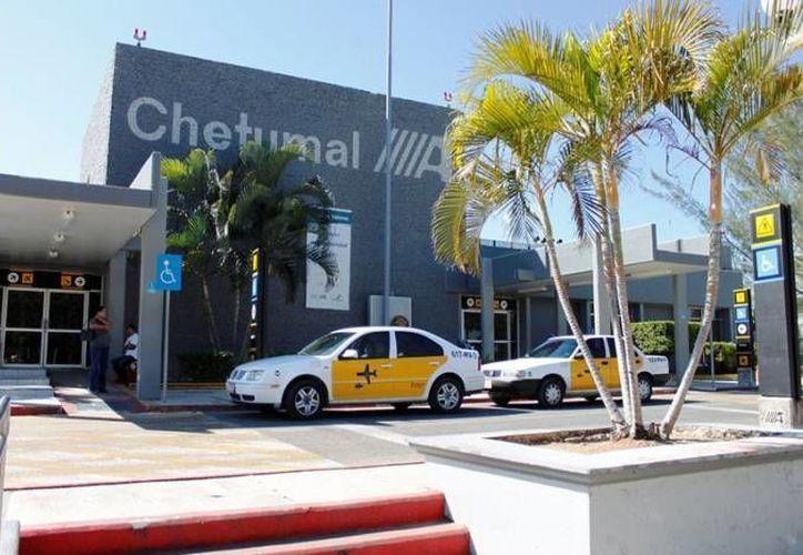 El aeropuerto de Chetumal se encuentra a menos de 400 kilómetros de distancia de las principales ciudades con atractivos arqueológicos. (Redacción/ SIPSE