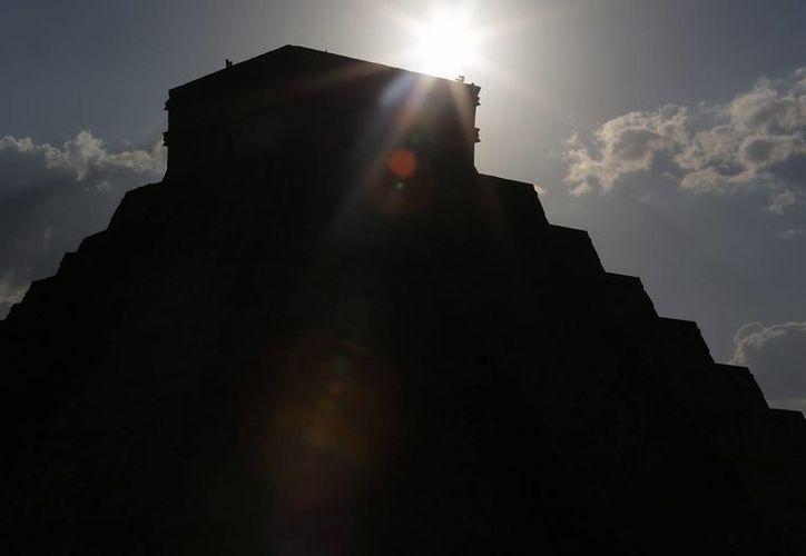 Recientes investigaciones sobre la Pirámide del Kukulcán han abierto la posibilidad de más exploraciones 'debajo de la tierra'. (Notimex)