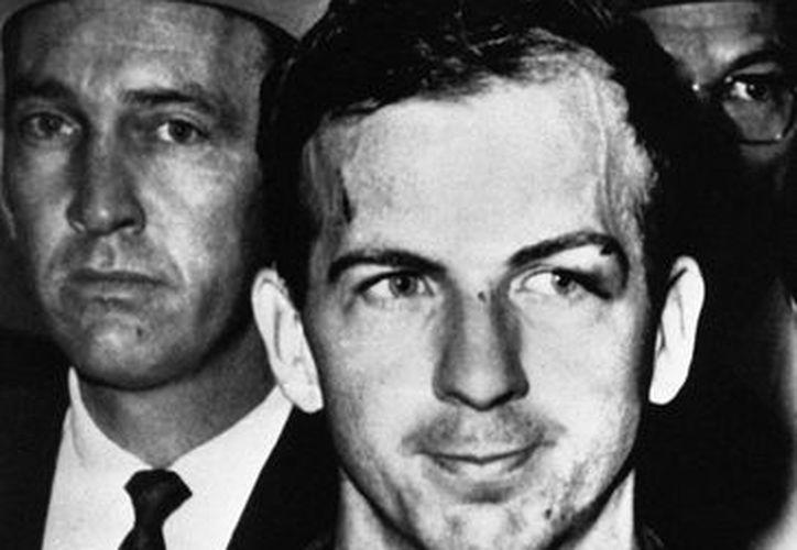 Oswald fue arrestado en las horas siguientes del asesinato, pero fue asesinado dos días después por Jack Ruby. (nola.com)