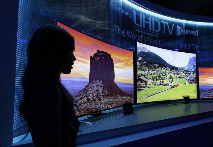 Samsung presentó la primera pantalla OLED 4K. (Foto: Agencias)