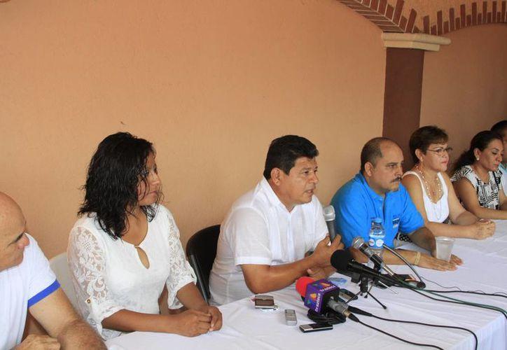 Luis Torres Llanes, virtual ganador electoral a la presidencia de Othón P. Blanco, ofreció ayer una conferencia de prensa. (Ángel Castilla/SIPSE)