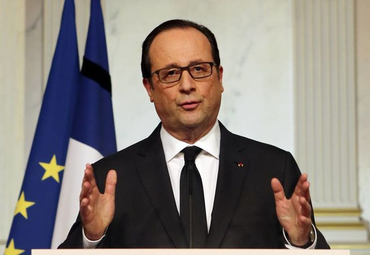 El presidente Francoise Hollande durante su mensaje a la nación este viernes 9 de enero de 2015, desde el Palacio Elíseo, en París, Francia. (AP)