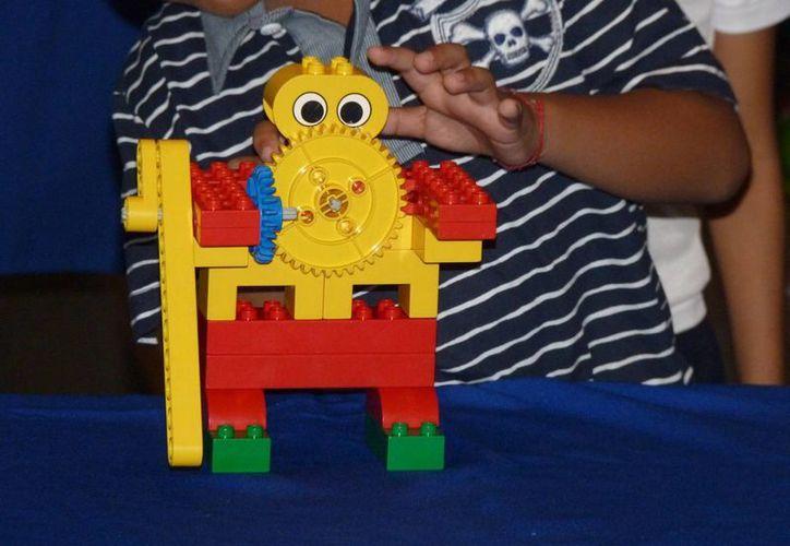 Los niños demostrarán destrezas en la informática, necesarias para la programación de los robots. (Sergio Orozco/SIPSE)