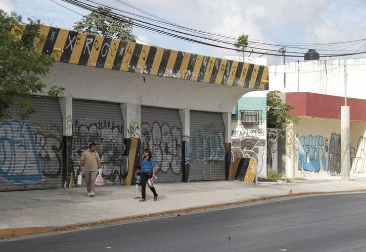 Los negocios que cerraron no sobrevivieron al incremento al 5% del Impuesto al Valor Agregado (IVA). (Tomás Álvarez/SIPSE)