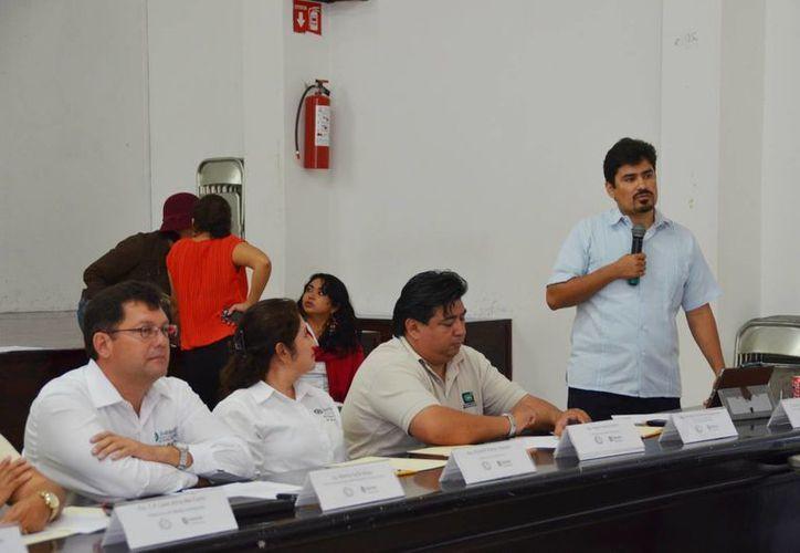 Héctor Lizárraga Cubedo explicó en qué consiste el proyecto de la reserva. (Yenny Gaona/SIPSE)
