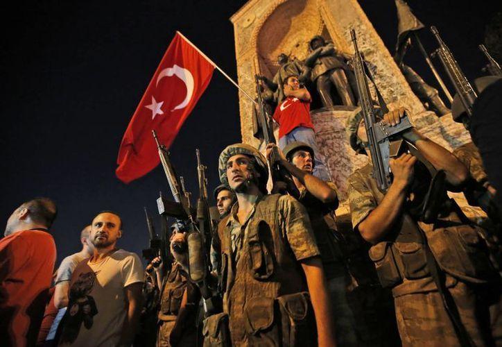 Turquía se despertó en julio de 2016 con un intento de golpe de Estado que movilizó a los ciudadanos y en cierta medida fortaleció al actual gobierno. (Archivo/The Associated Press)