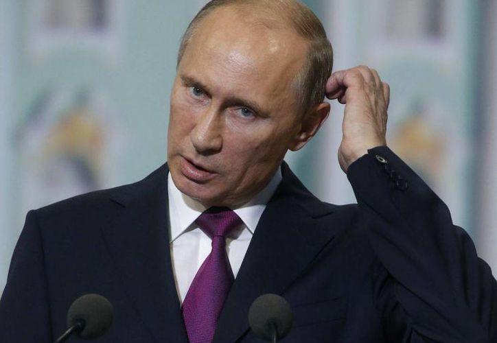 El Presidente ruso regalarle al propietario de los Patriots de Nueva Inglaterra una joya hecha con piedras preciosas para compensarlo por la pérdida del anillo de campeón de la NFL. (Agencias)