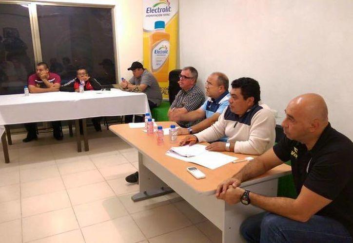 La segunda vuelta de la Liga Sub-17 'Alonso Diego Molina' se dio a conocer durante una junta informativa. (Milenio Novedades)