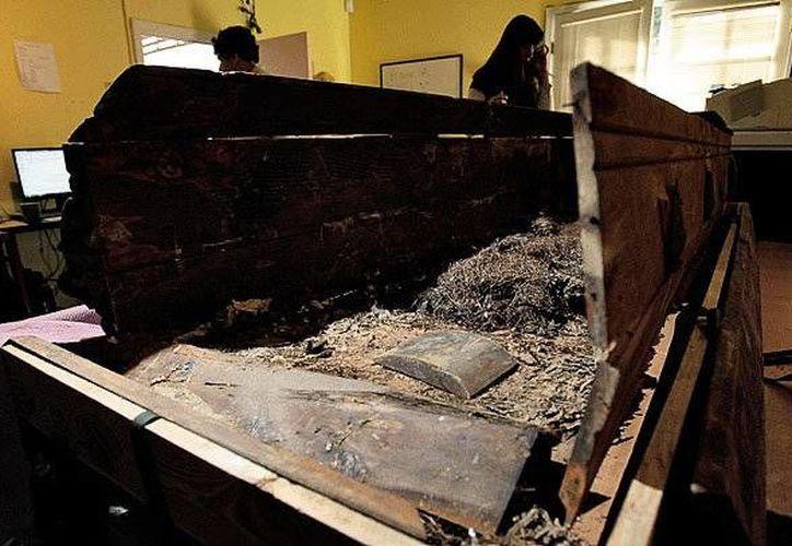 El modesto ataúd de madera estuvo casi olvidado en una bodega de la Casa Funeraria Baumgardner en Fort Worth y fue vendido por 87 mil 469 dólares en el 2010. (www.syracuse.com)
