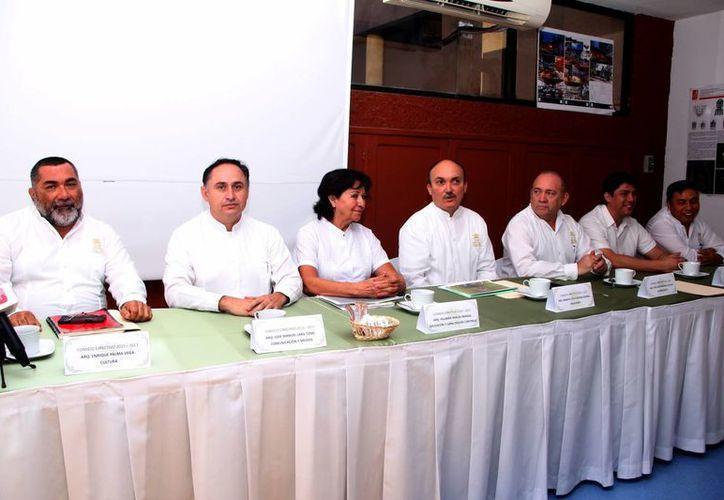 Fue presentada la nueva directiva de los arquitectos yucatecos. (José Acosta/SIPSE)