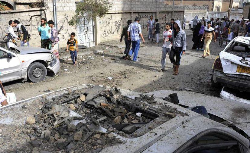 En la imagen, una zona de Yemen bombardeada por fuerzas de la coalición liderada por Arabia Saudita. Dicha coalición anunció una pausa humanitaria, pero advirtió que responderán a cualquier ataque . (Archivo/ Notimex)