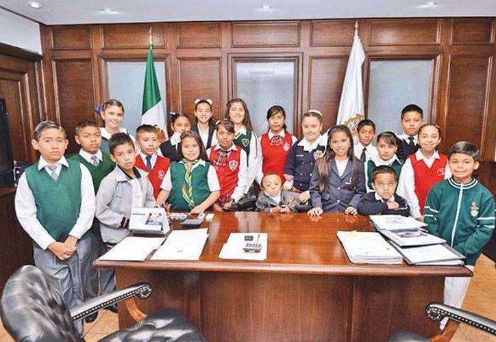 Imagen de los niños que participaron en el Cabildo Infantil 2015. (zocalo.com.mx)