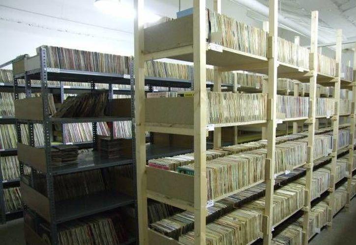 El acervo consiste en dos mil 500 metros lineales de estantería, ocupados por más de cinco mil cajas, cerca de 20 mil libros y un mil 500 planos. (SIPSE)