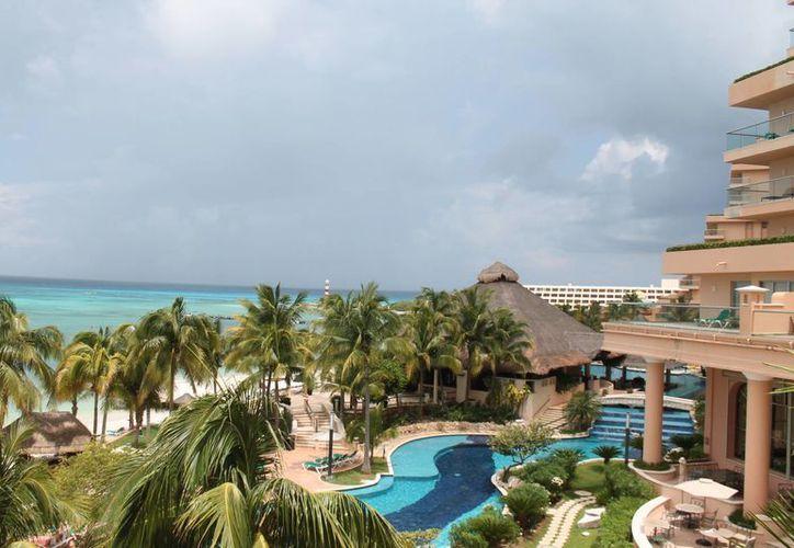 El evento se desarrolla en el hotel Fiesta Americana Coral Beach. (Israel Leal/SIPSE)