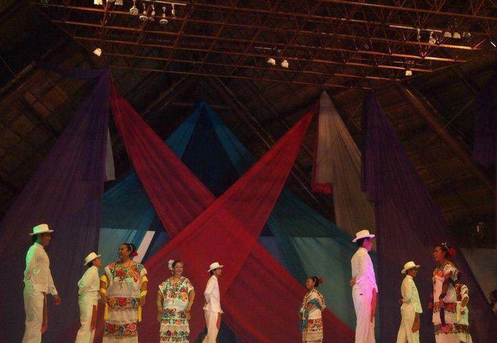 Danza prehispánica, folclor internacional, folclor mexicano de la región sur y sureste, entre otros engalanarán la noche a partir de las 19 horas. (Facebook/xochiquetzal.danzatradicional)
