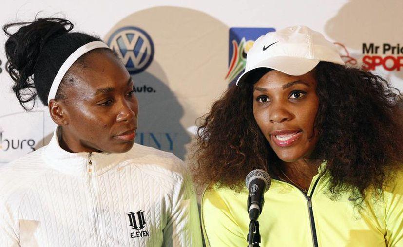 Las hermanas Williams (en la foto) y otras superestrellas del tenis participaron en la demostración a beneficio de un grupo altruista. (Agencias)