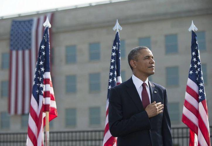 """Obama rindió homenaje a las víctimas, a los servicios de emergencia y a los que """"defienden a nuestra nación"""". (EFE)"""