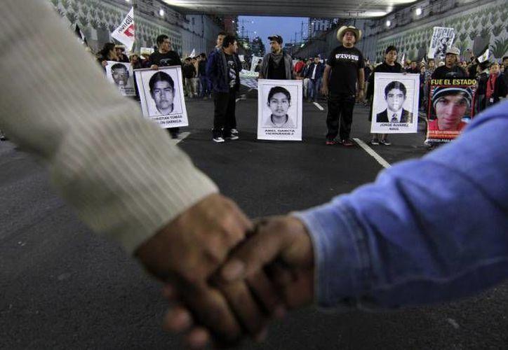 Este domingo, la CNDH afirmó que en el caso de la desaparición de los 43 estudiantes de la Escuela Normal de Ayotzinapa aún es asignatura pendiente su total esclarecimiento. (Archivo/ Agencias)