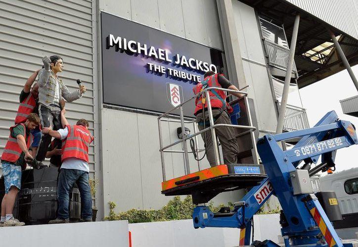 La estatua de Jackson fue devuelta por Shad Khan a Mohammed Al Fayed. (Agencias)