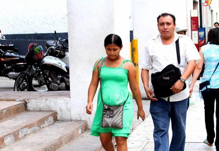 Las adolescentes embarazadas tienen la oportunidad de estudiar. (Milenio Novedades)