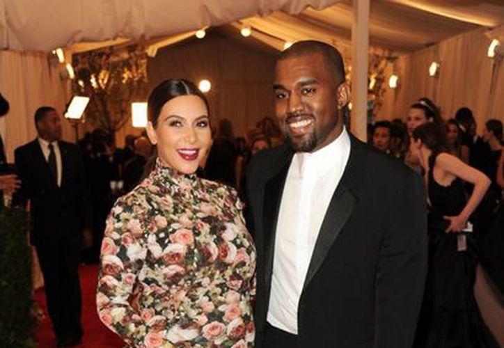 Las fiestas escandalosas y las costumbres excéntricas organizadas por Kanye West y Kim Kardashian causan muchas molestias a quienes son sus vecinos. (Agencias)
