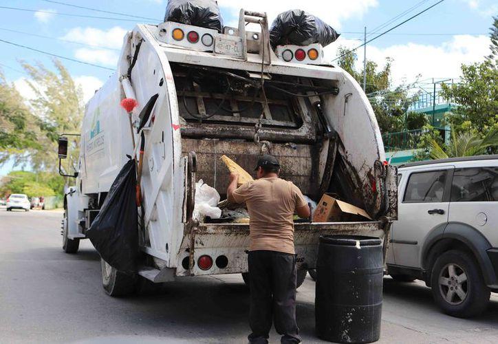 En un día normal se recolectan 85 toneladas de basura, sin embargo por los periodos vacacionales, la cantidad suele incrementarse de 5 a 10 toneladas. (SIPSE)