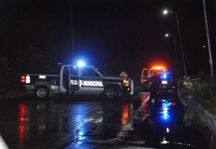 Elementos de Seguridad Pública atendieron el reporte del accidente. (Redacción/SIPSE)