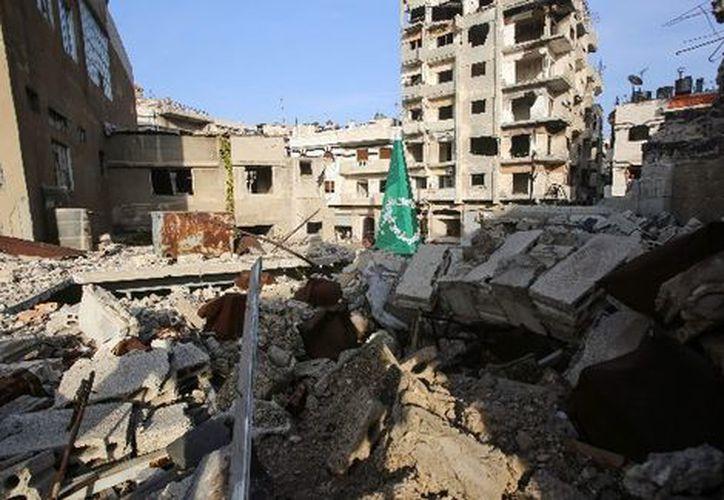 En Siria iluminarán un abeto decorado con guirnaldas plateadas y azules. (AFP)