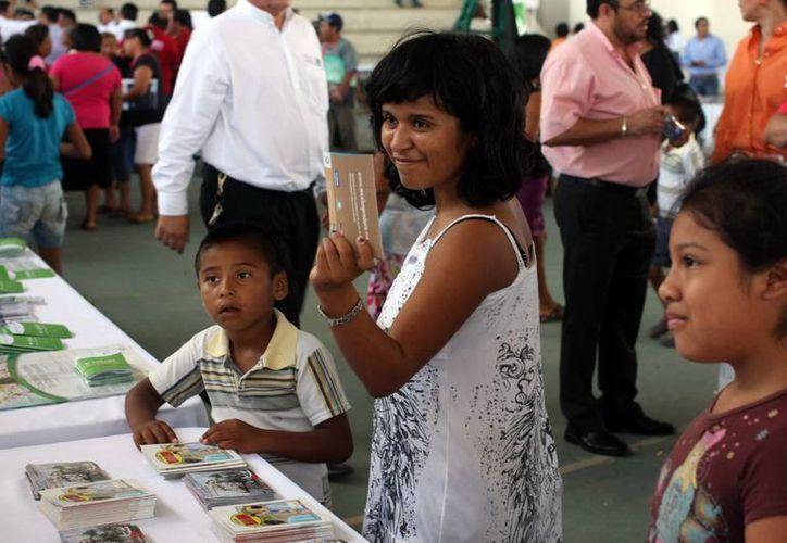 En los stands se prepararon platillos saludables y se ofrecieron juegos a los niños. (Mauricio Palos/SIPSE)