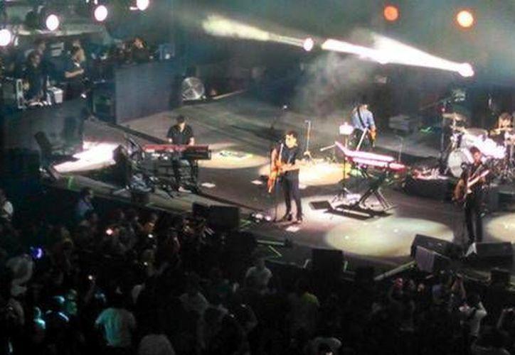 El concierto de Enrique Bunbury y Andrés Calamaro se realizó anoche sábado con gran éxito en el Coliseo Yucatán. (Milenio Novedades)